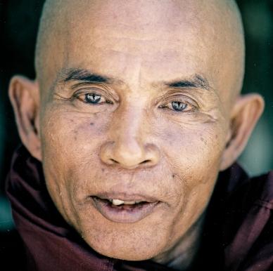 Monk, Myanmar, Burma, Shwedagon, Yangon, Film, Hasselblad, Zeiss, Portra, Medium format